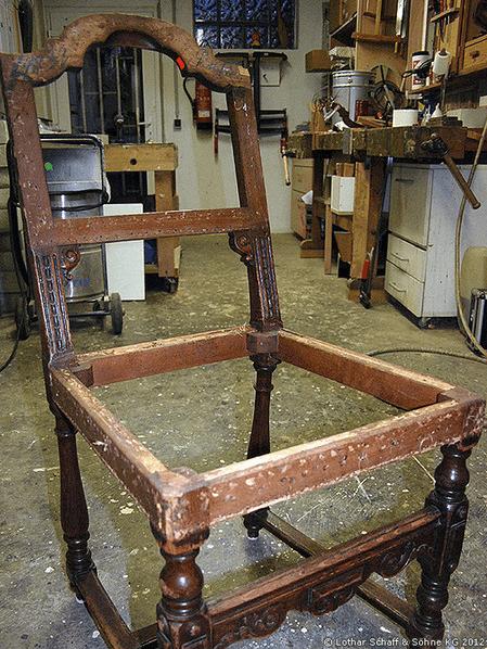 Alter Stuhl ohne Polsterungen