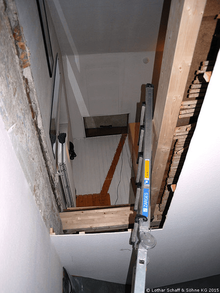 Loch in der Decke für neue Treppe