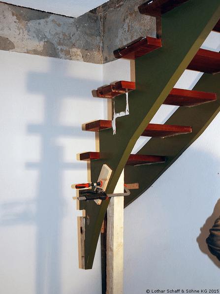 Montage der Treppe in einem anderen Ort im Haus
