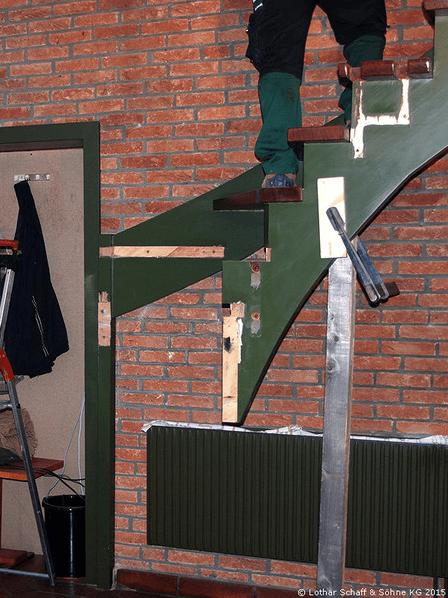 Abbau der alten Treppe im Haus