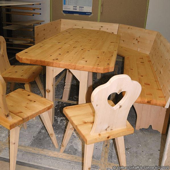 Neue Stühle und Tisch aus Zirbe