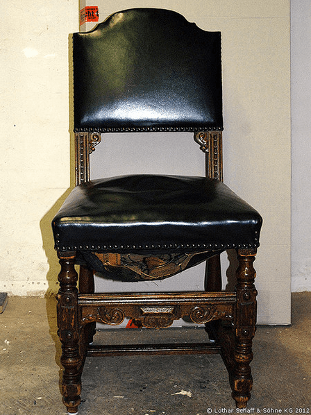 Historischer Stuhl vor der Restauration