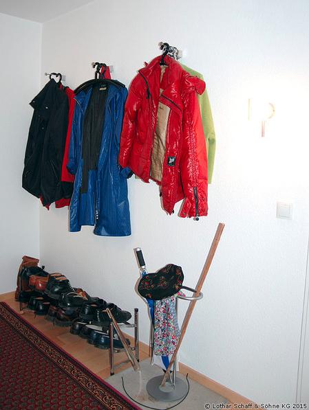 Alte Garderobe mit Wandhaken