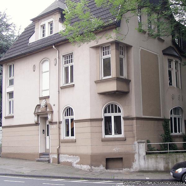 Mehrere neue Fenster nach historischen Vorlagen in denkmalgeschütztem Haus