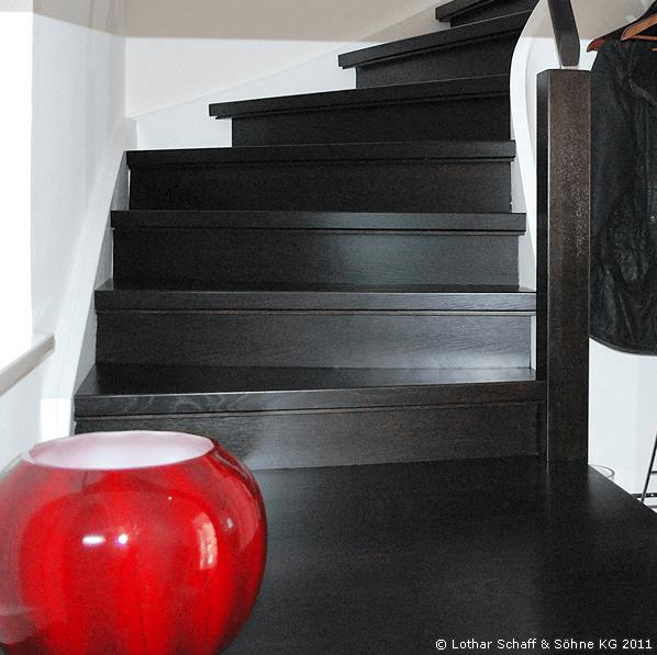 Schwarze Treppe in Detailansicht