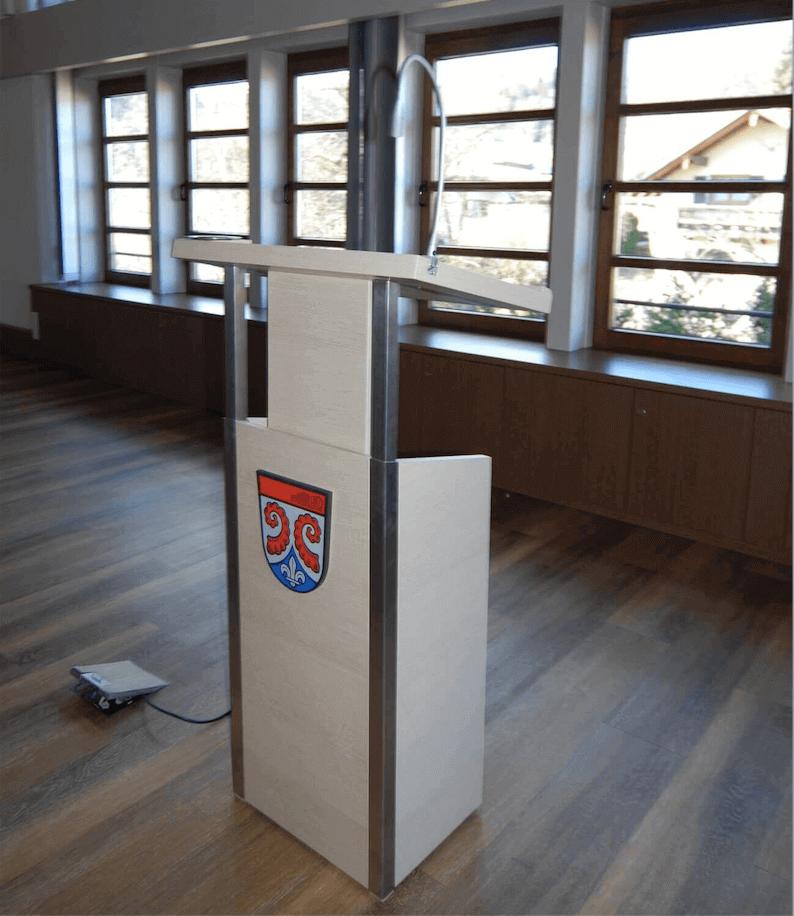 Rednerpult in Weißeiche
