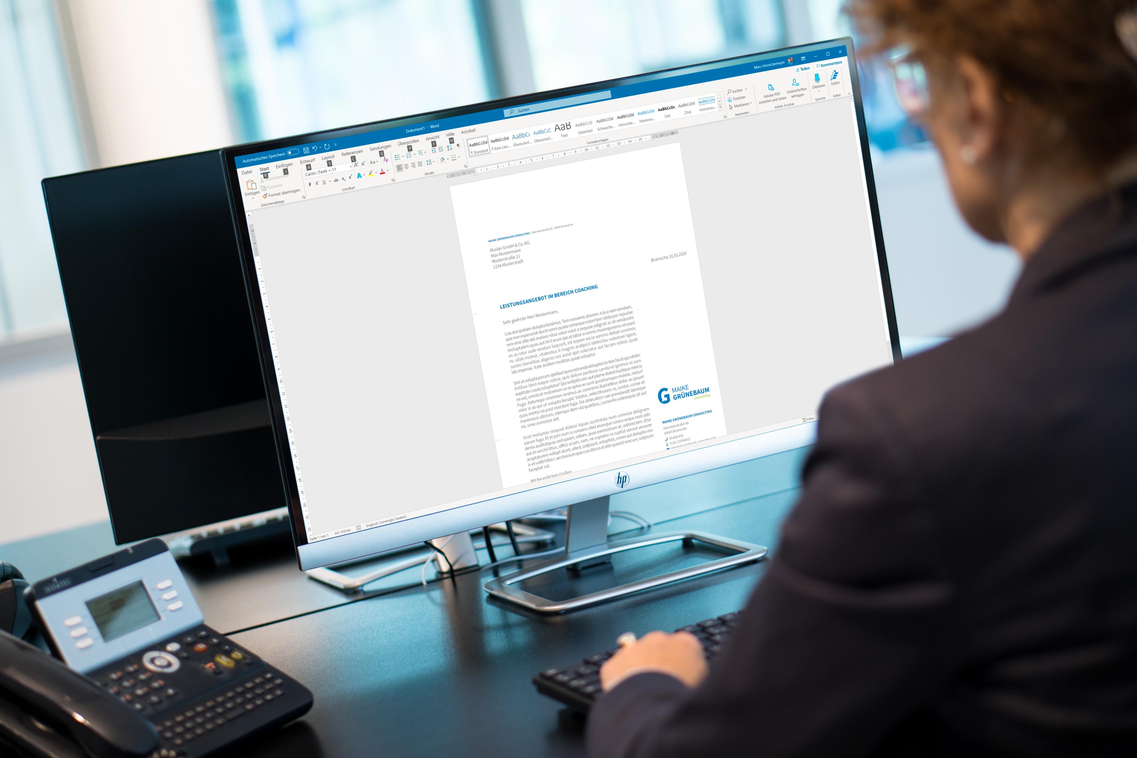Maike Grünebaum Consulting | Bei der Arbeit