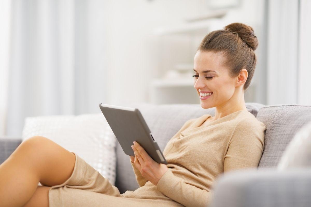 Women leaving a testimonial on iPad.