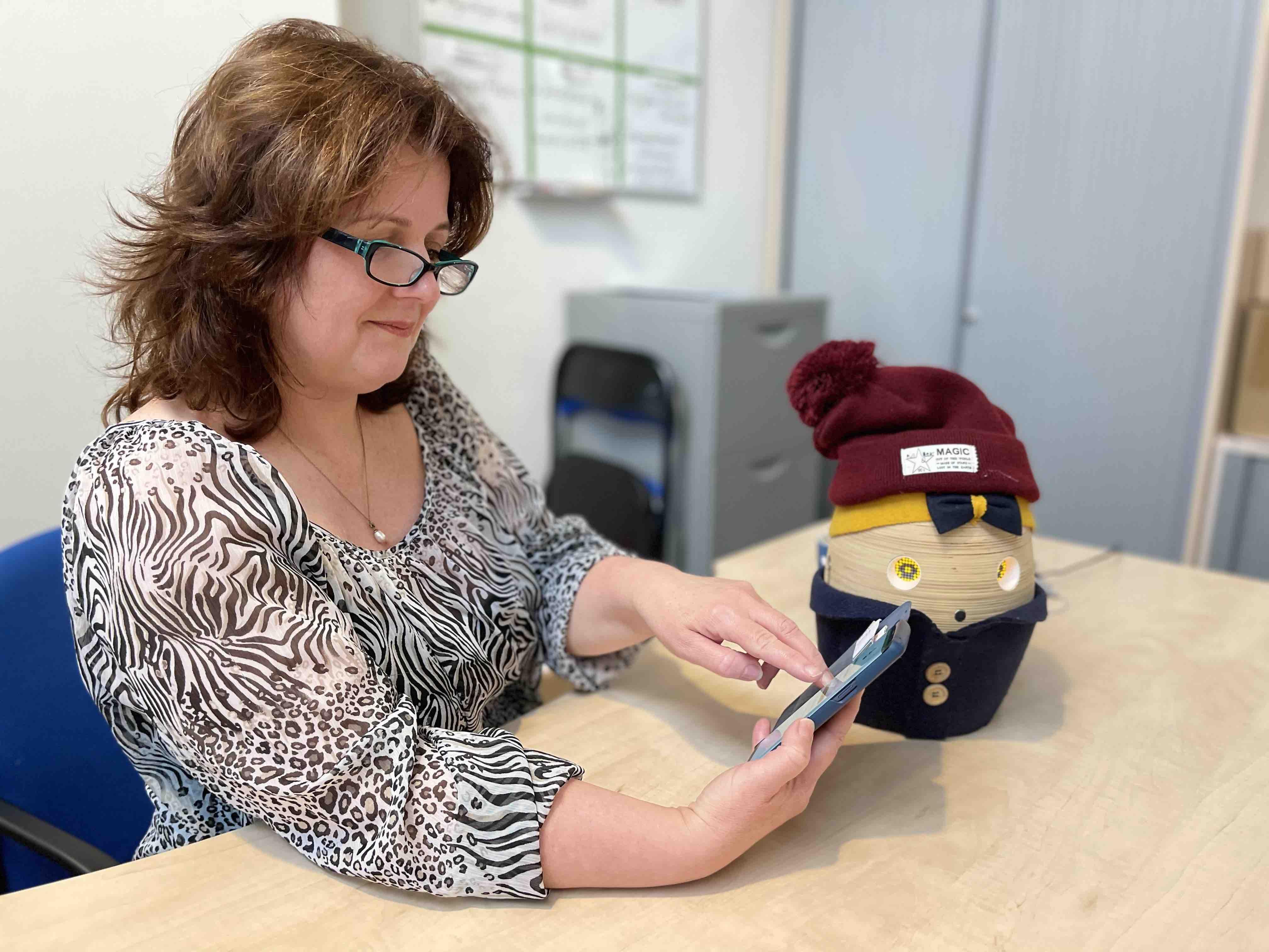 Esther stelt haar Tessa in via de app