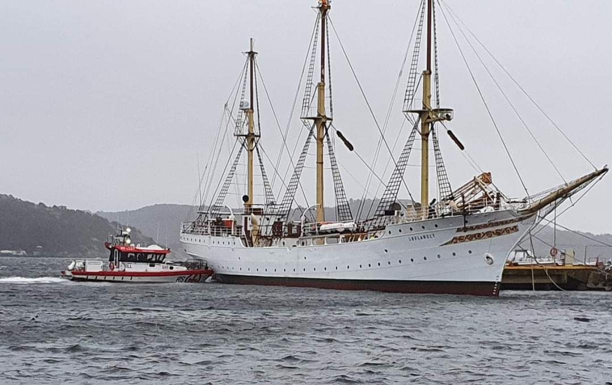 Fullriggeren Sørlandet slet seg: Trengte hjelp