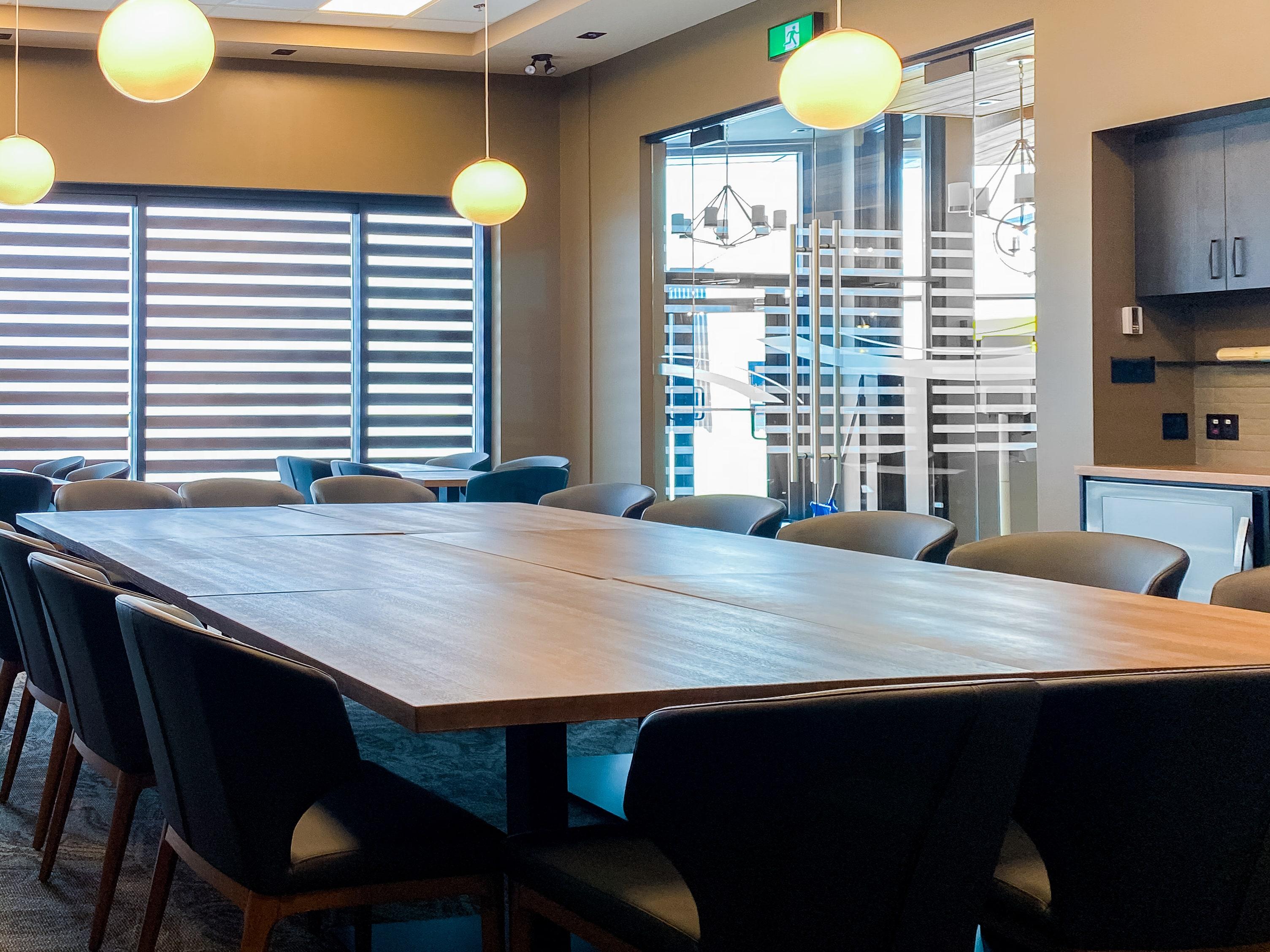 Salle corporative pour les rencontres d'affaires et les conférences