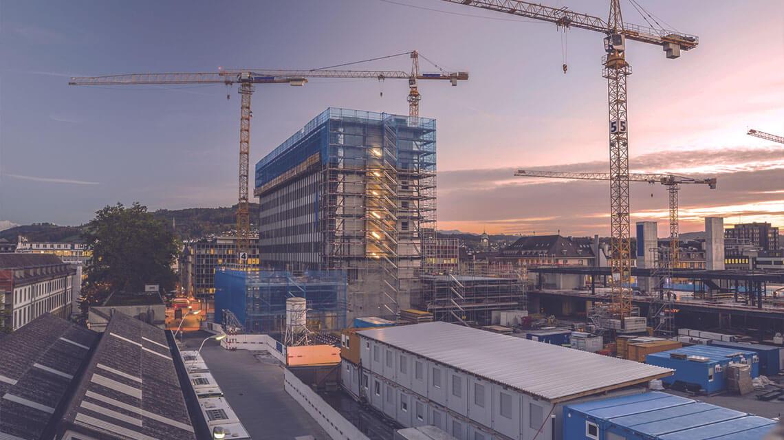 Baustelle in einer Innenstadt.