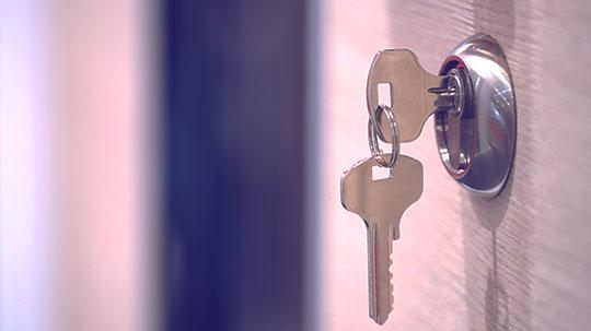 Schlüssel im Schloss.