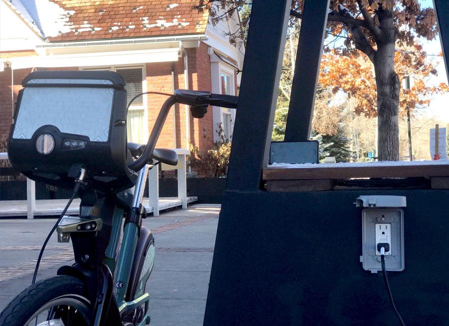 Skyhook Solar D4 Station charging electric bike