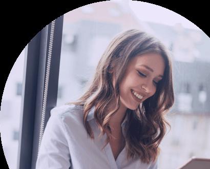 Junge Frau beim E-Learning