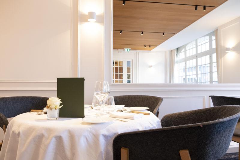 au petit vatel – restaurant table