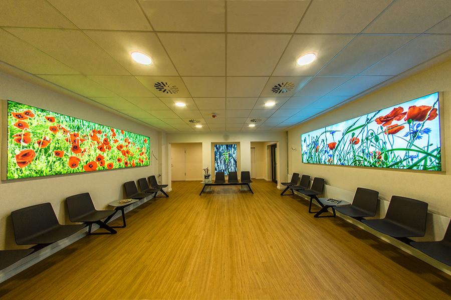 LED Lichtwände im Wartebereich