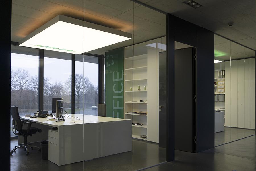 LED Lichtdecke, akustisch wirksam im Einzelbüro