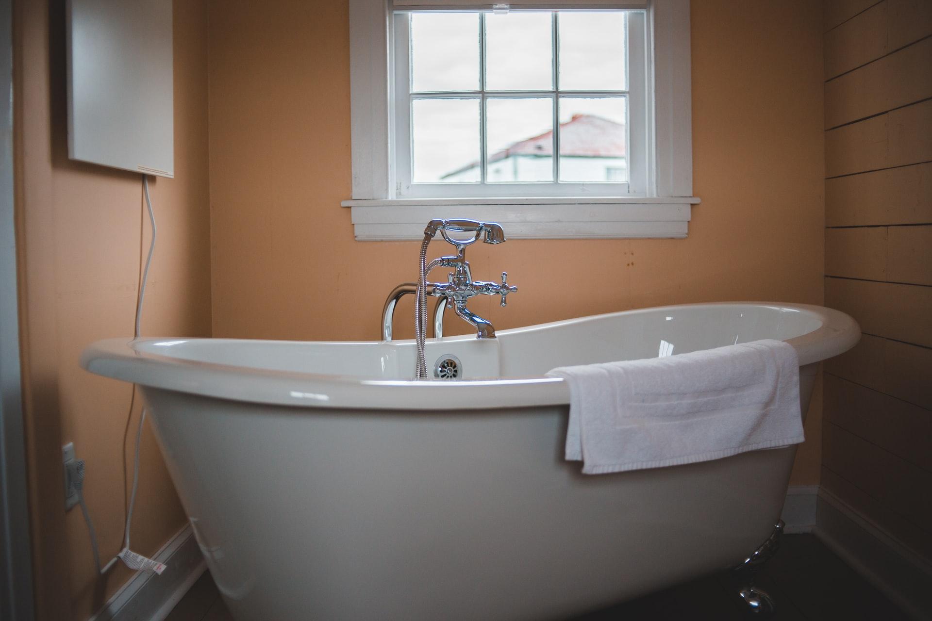 A bathroom tub.