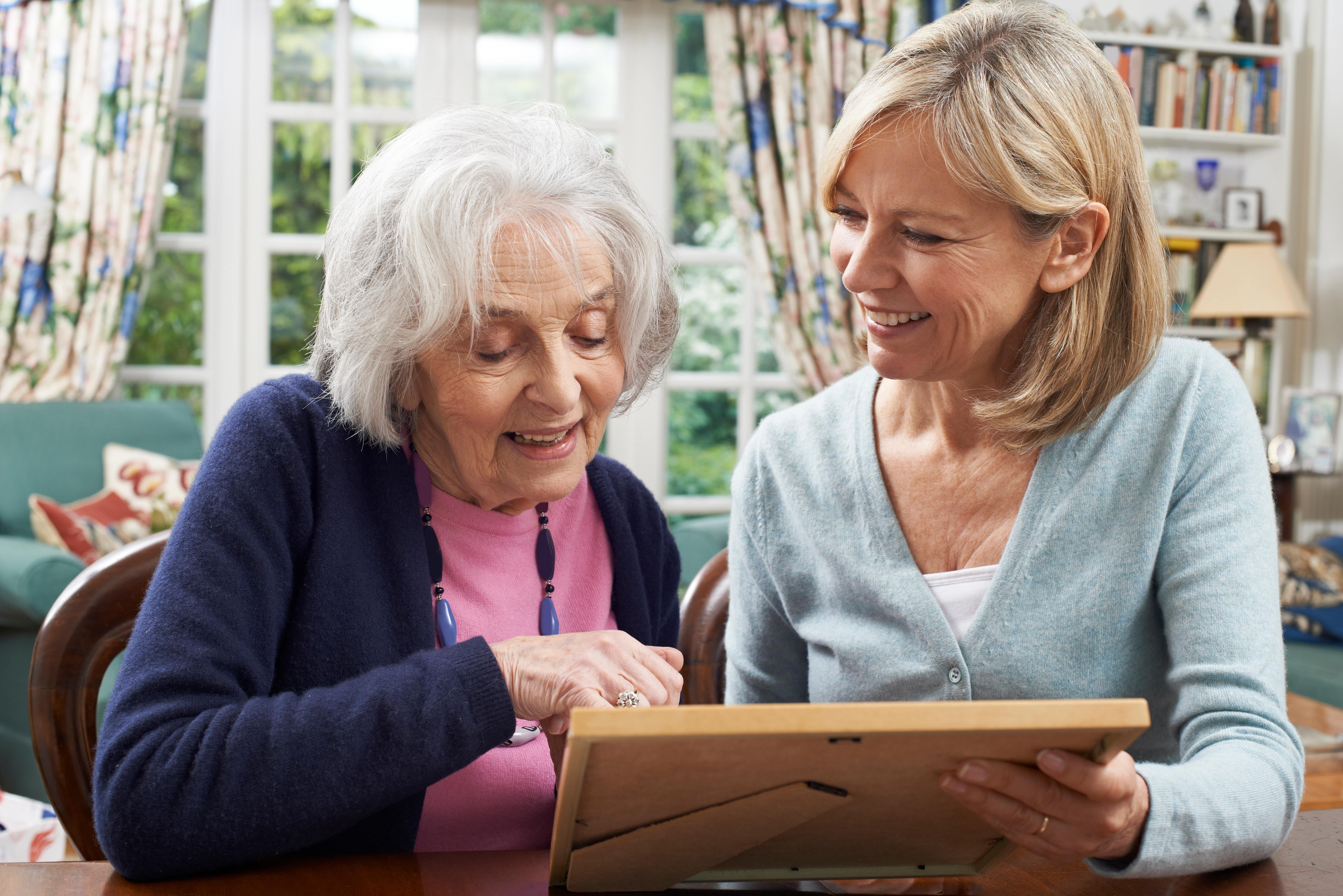 Communicating With Someone With Memory Care Issues: 5 Tips