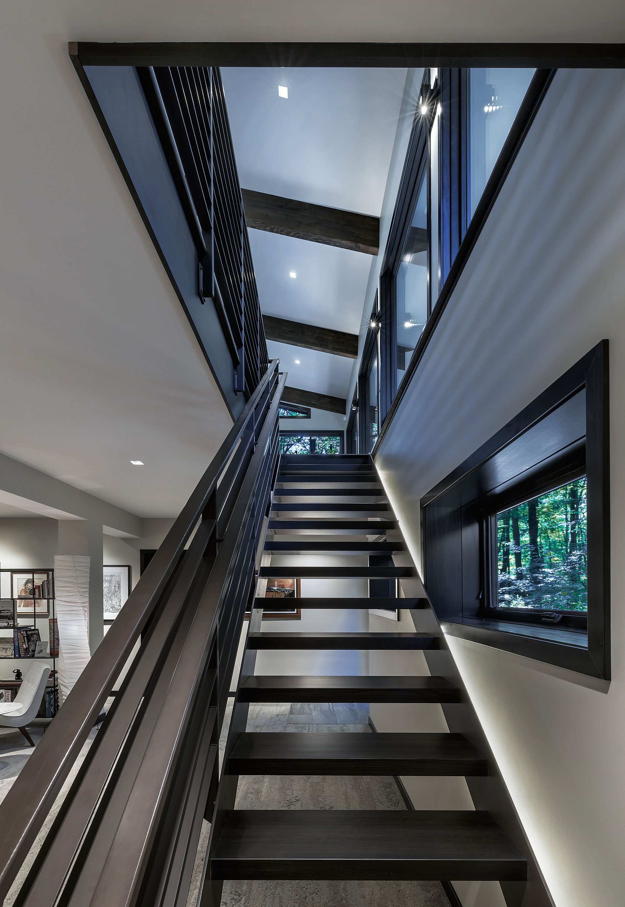 Staircase symmetric with a window in the roof