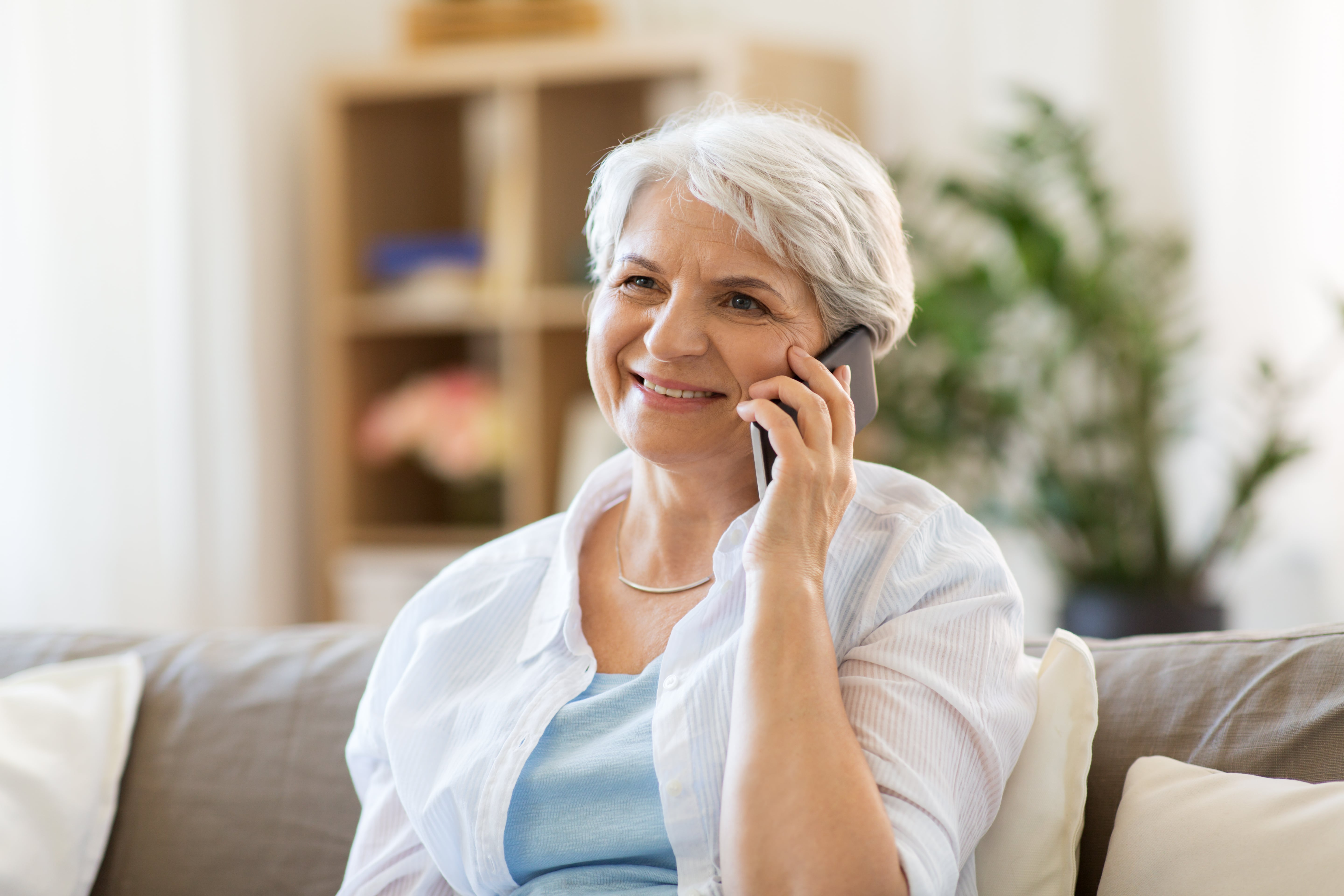 Success Tips for Phone Calls With a Loved One Who Has Dementia