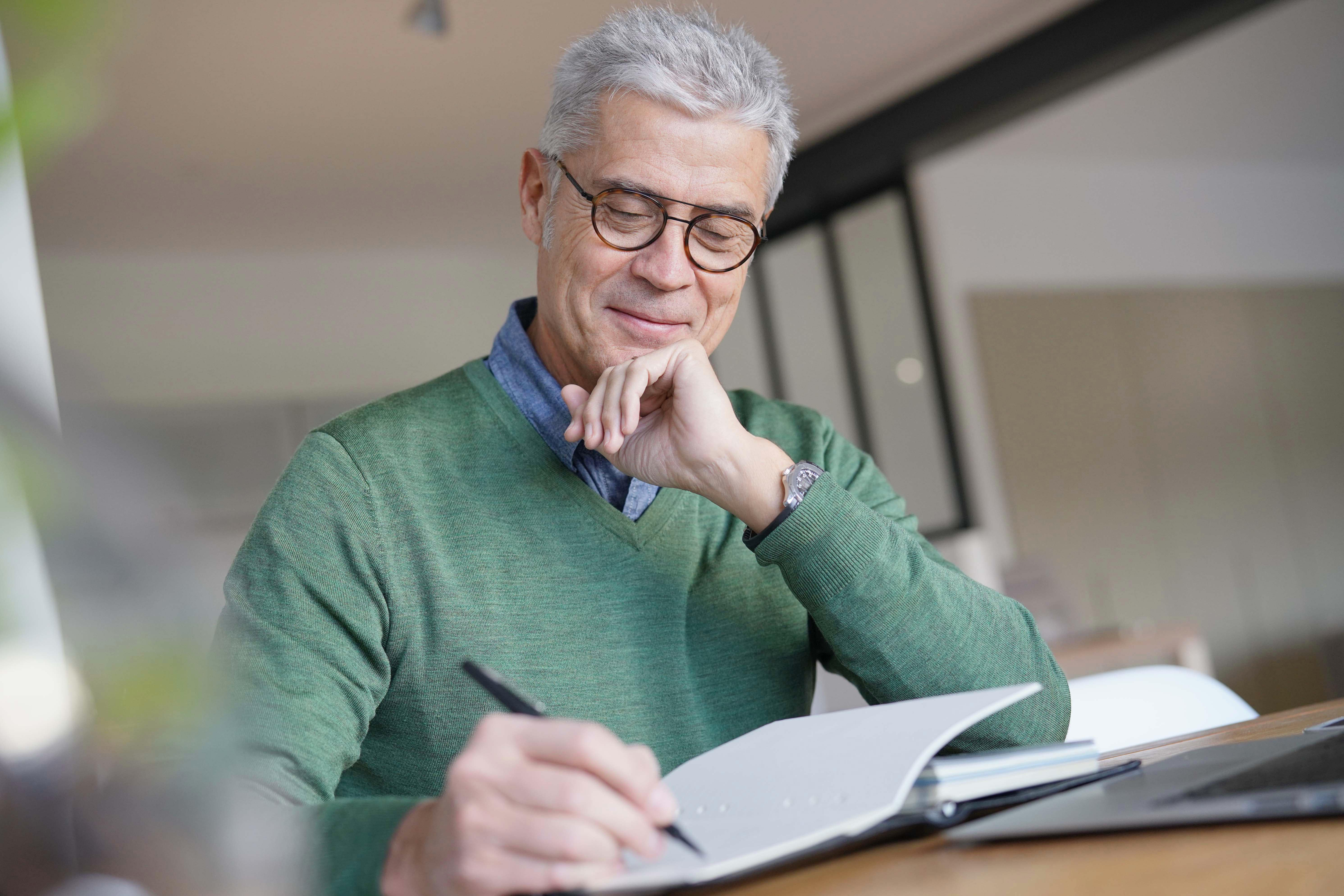 Five Reasons Seniors Should Start Journaling