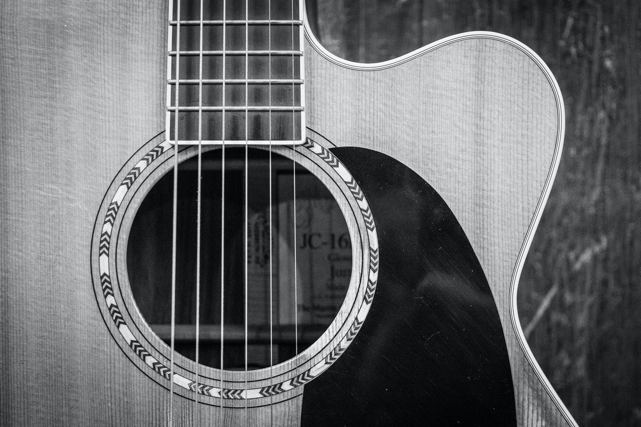 Jessica Lewis | Guitar Photo