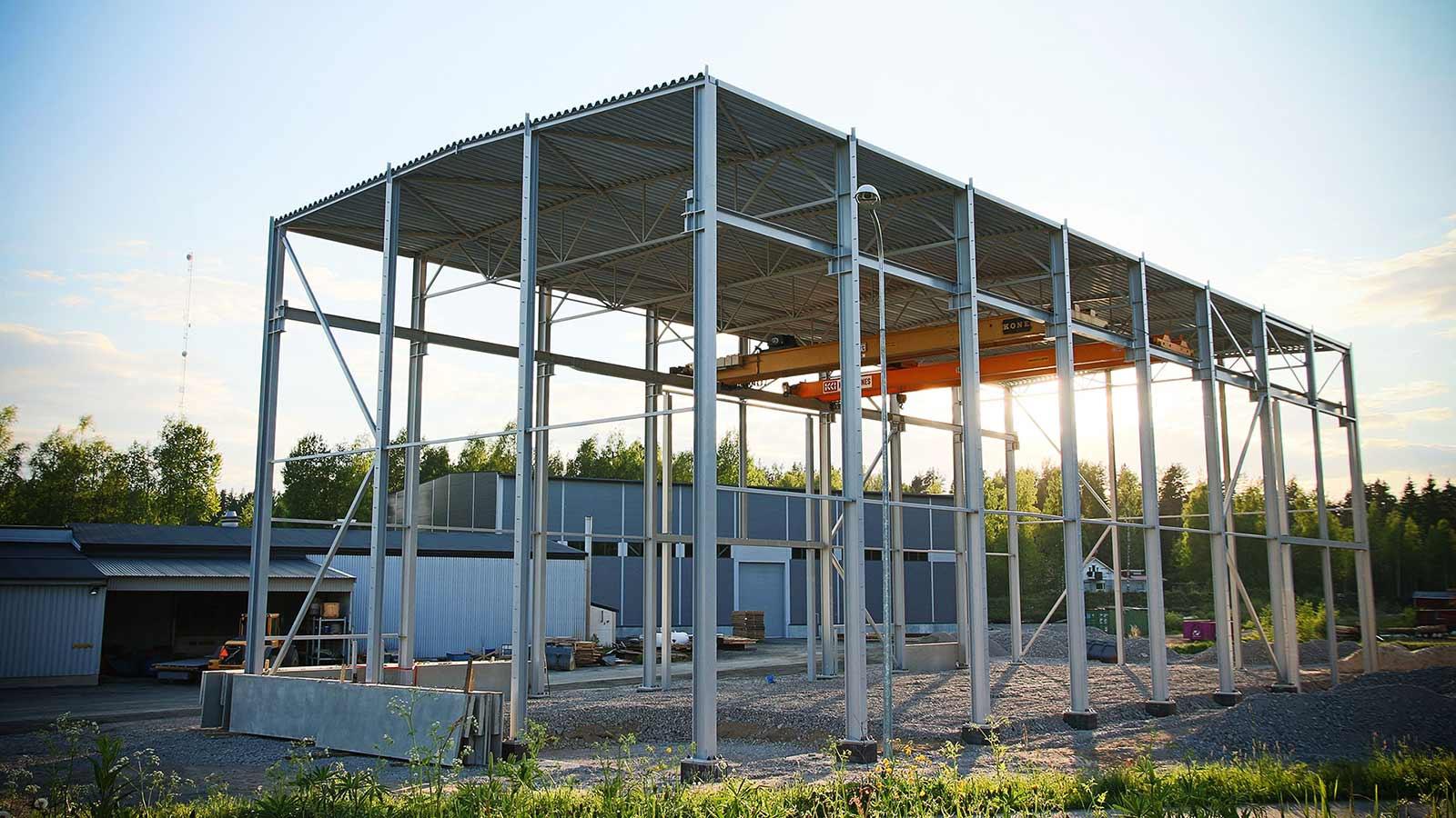 Trutec Oy tarjoaa teräsrakennetoimitukset vaativiinkiin kohteisiin: teräsrakenteet, WQ-palkit, liittopilarit, teräsristikot, terässiteet. Palosuojamaalaus / pilarit betonieristettynä tarpeen mukaan.