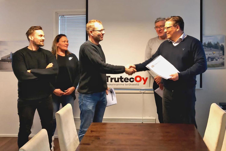 Trutec Oy:n perustaja Tero Pellinen on myynyt enemmistön Trutec Oy:n osakkeista yhtiön henkilökunnalle ja Jukka Kapelalle.