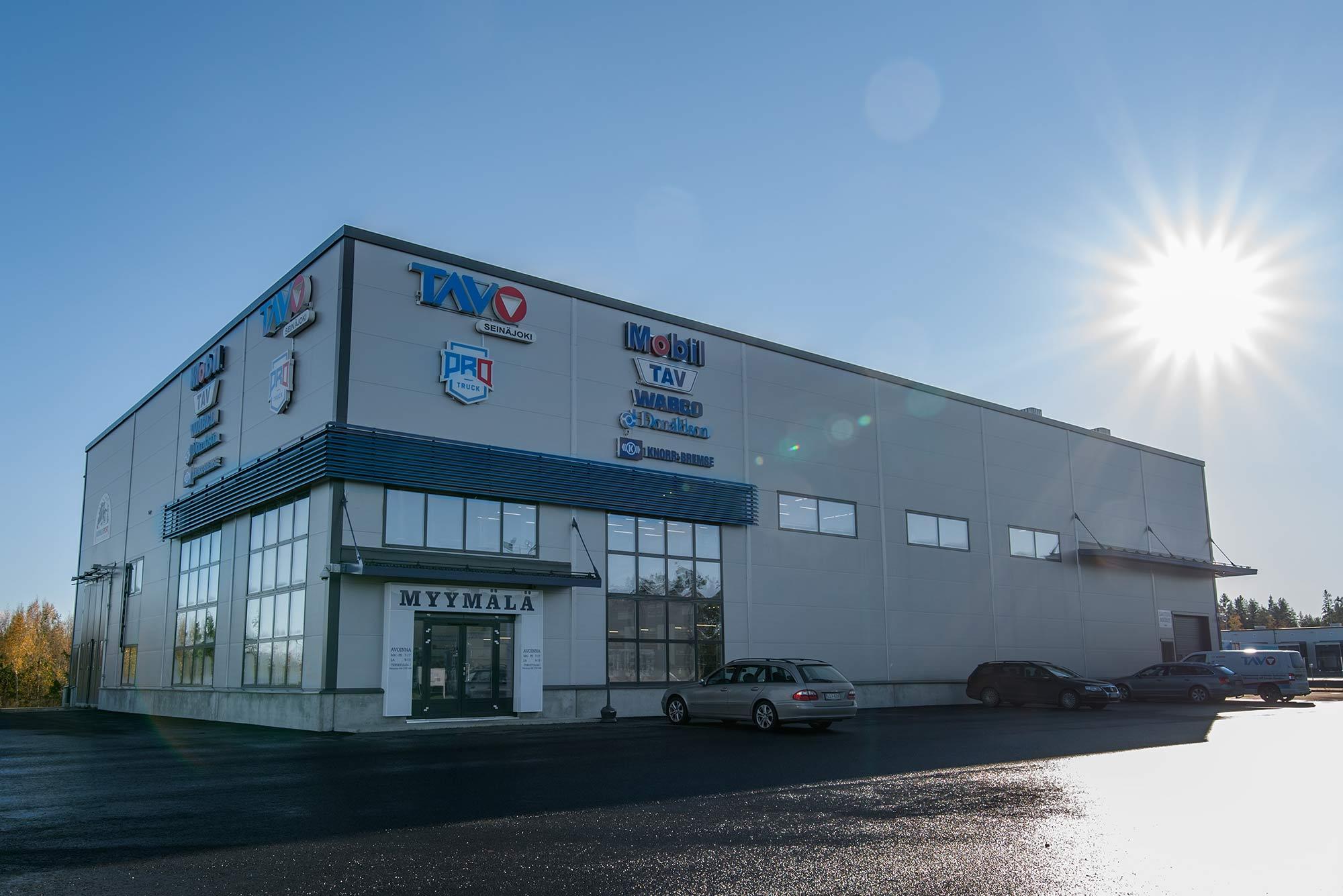 Trutec Oy toteutti TAVO Seinäjoen uusien toimitilojen hallipaketin aliurakkana M. Korte Oy:lle. Trutec Oy toteutti toimitilan rakennesuunnittelun, teräsrakenteiden ja kuorien toimituksen sekä asennuksen.