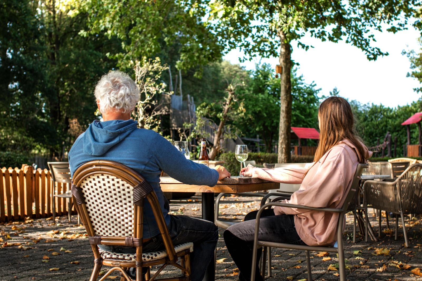 Terras buitenspeeltuin Speelboerderij de Hooiberg