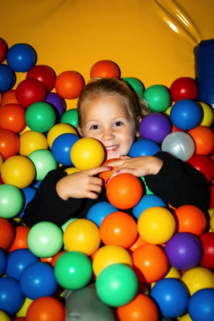 Binnenspeeltuin Ballenbak Speelboerderij de Hooiberg