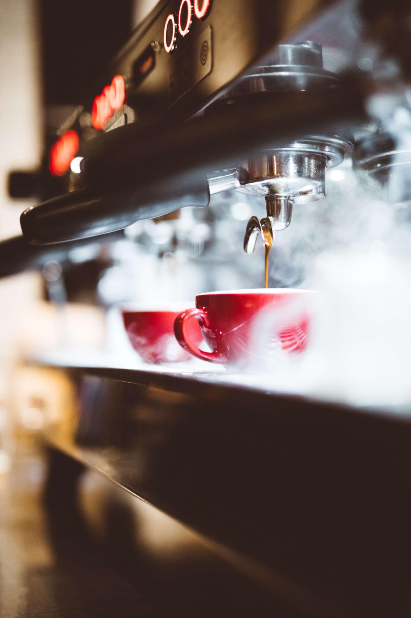 Fersk kaffe fra kaffemaskin