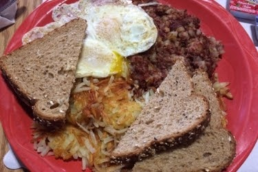 Egg, Corned beef & mash, hashed browns and toast from the Stirrup Coffee Shop