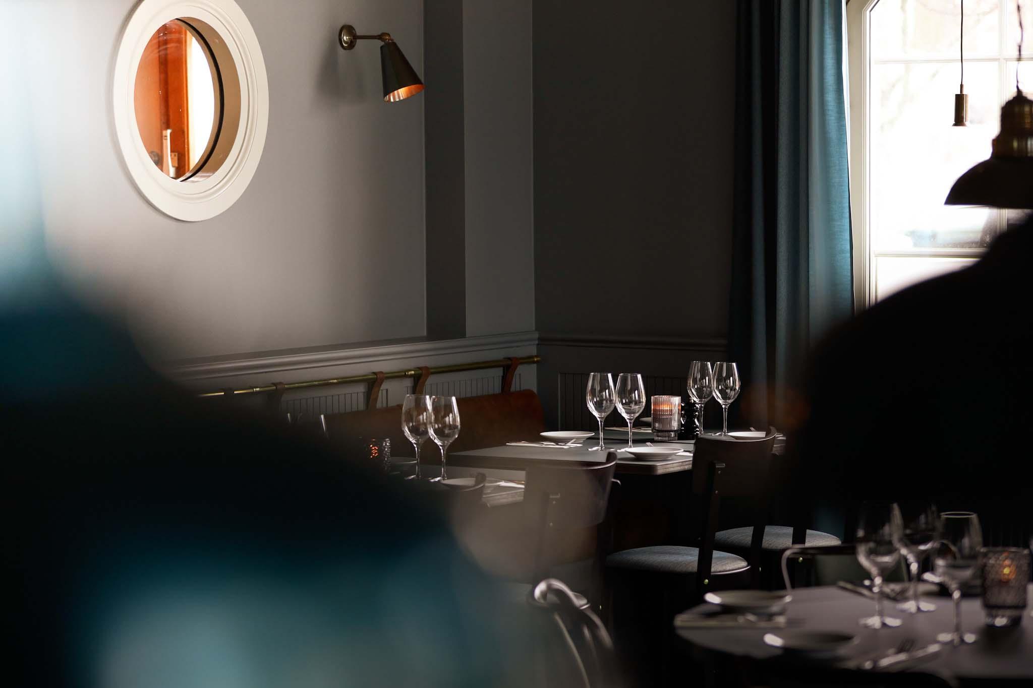 dukning i åtellets restaurang