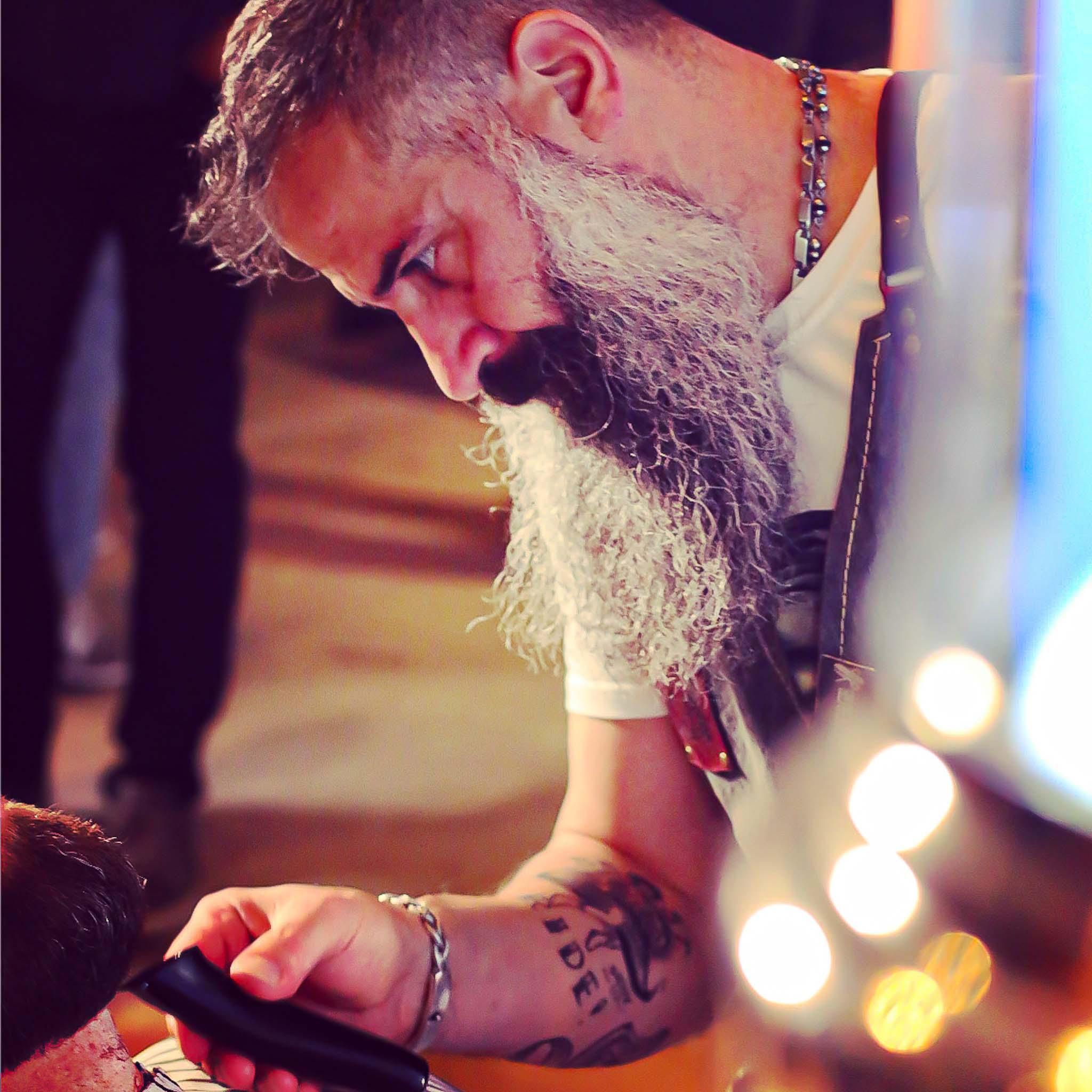 barberare som rakar skägg