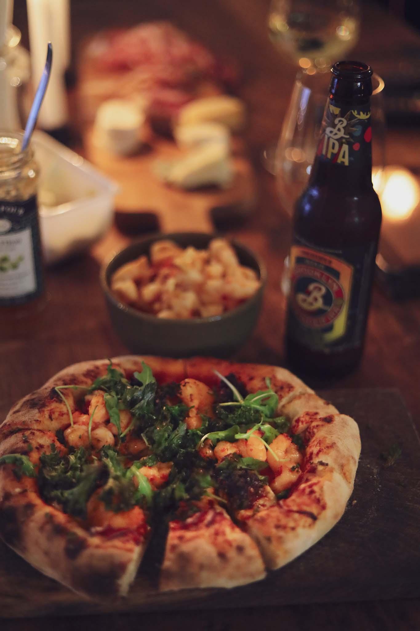 napolitansk pizza och öl