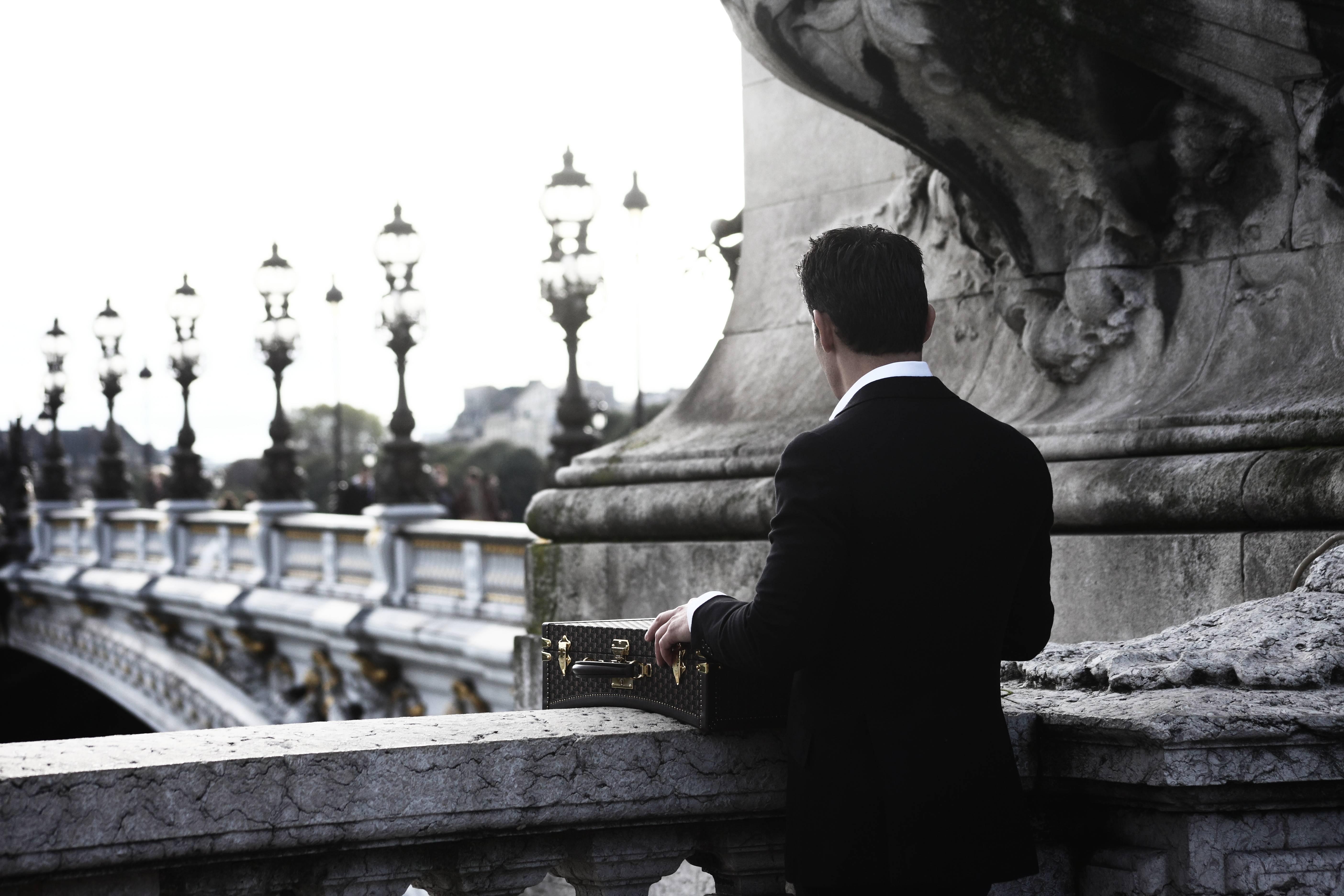 Balade à Paris avec la maison Moynat par Andy Julia