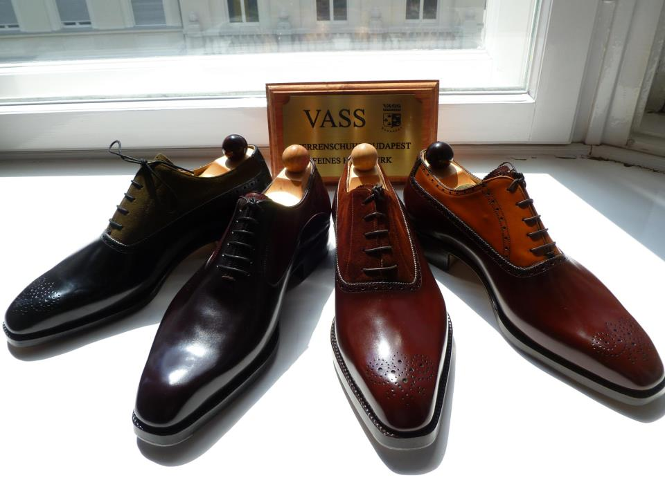Ces souliers venus... d'ailleurs