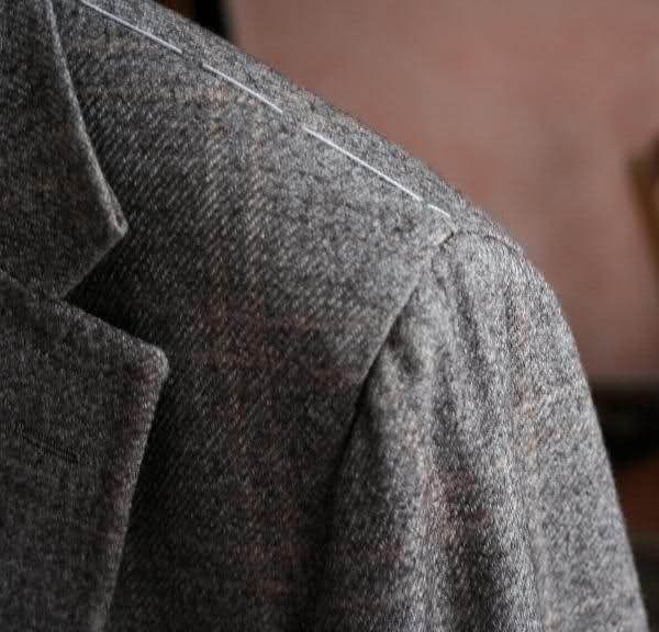 Italian suits : which (shoulder) side are you on ?