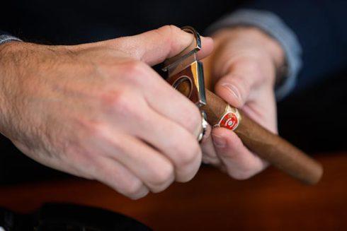 cutting-a-corona-shaped-cigar-straight-cut-guillotine-partagas-cuban-habano