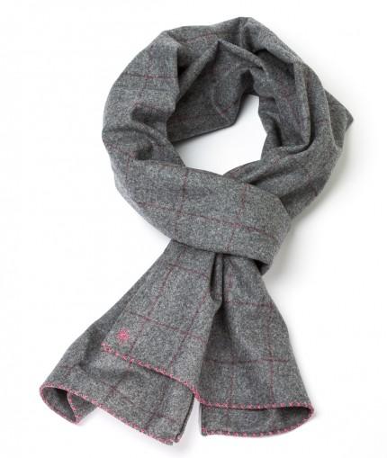 Howard's echarpe-flannelle-grise-a-carreaux-fenetres-rose