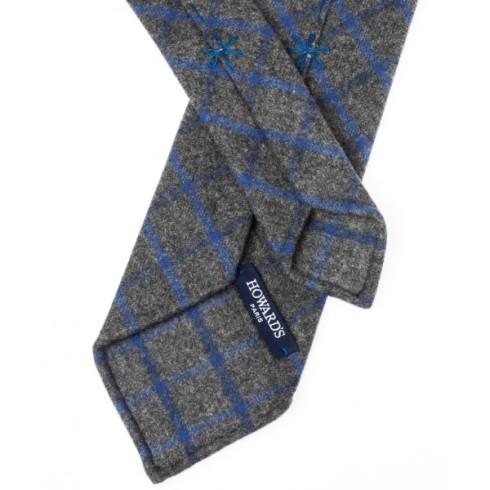 Howard's cravate-non-doublee-flanelle-grise-a-carreaux-fenetres-bleu-ciel