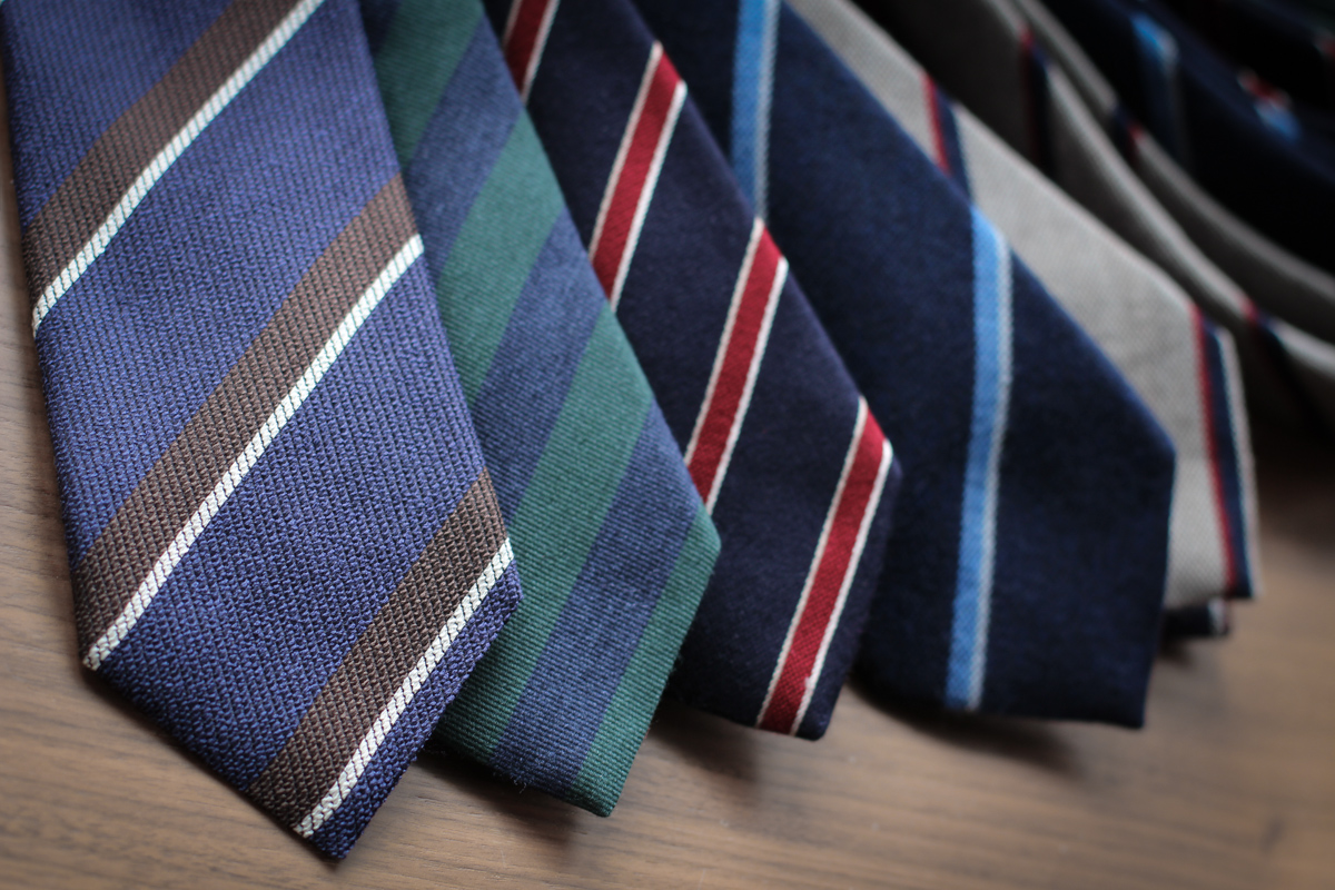 Les cravates à rayures britanniques