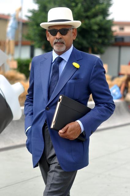 Blue-jacket-grey-pants-Pitti-Uomo-Journal-of-Style-2