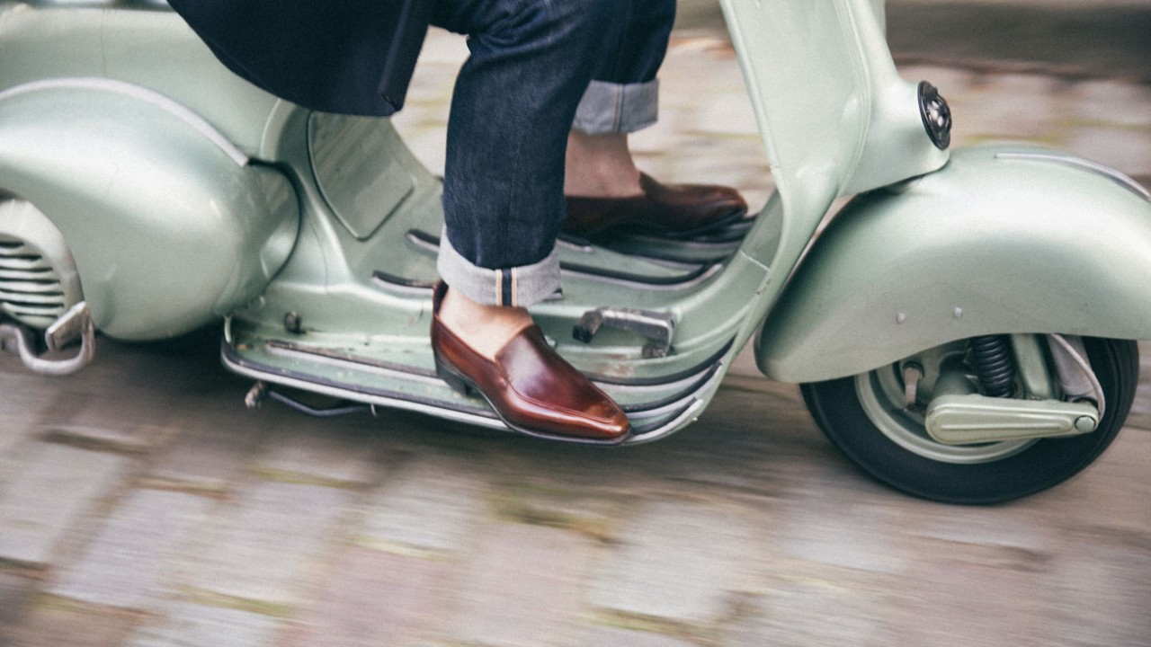 Slipping standards ? What slippers and loafers reveal about men