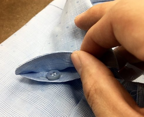 hidden-collar-buttoning