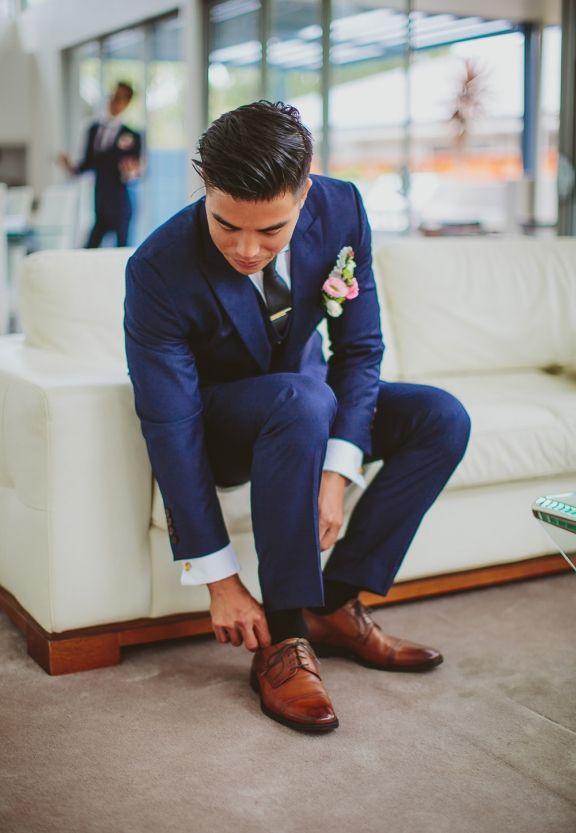 groom blue