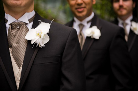 champagne_gold-wedding5-groom-with-gold-vest-and-shirt-with-black-tux